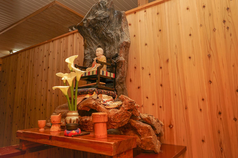 玄関の仏像