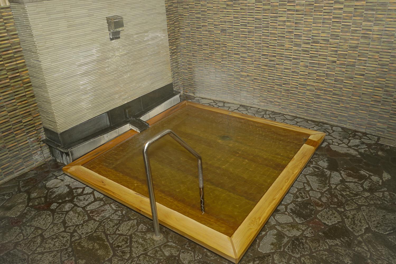 大きめの檜風呂